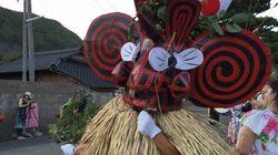 鹿児島県・硫黄島の奇祭をライブ中継 仮面神「メンドン」が大暴れ