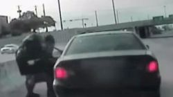 のどを詰まらせた女性の命を、警官が「ハイムリック法」で救う(動画)