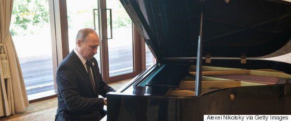 プーチン氏、次期大統領選の出馬について明言避ける。他候補の動向見極めか 人気は高く