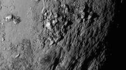これが冥王星だ。富士山クラスの山脈を発見(画像)