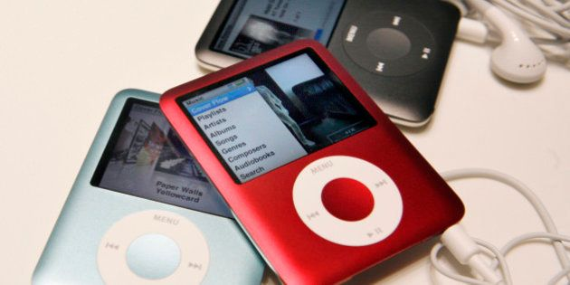 New Apple iPod Nanos are seen during an unveiling in San Francisco, California September 5, 2007. REUTERS/Robert...