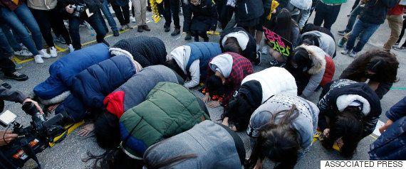 韓国の名門女子大、卒業式で「総長辞めろ」の大合唱 背景に根強い学歴社会