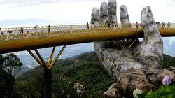 ヤバい橋を渡りたければ、ベトナムに行け。あまりにも神々しい橋が爆誕…(画像)