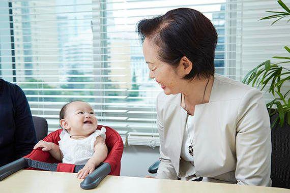 サイボウズ式:育休中の子連れ出勤という選択肢──保育園に落ちた母と提案した経営者に実際のところをきいてみた