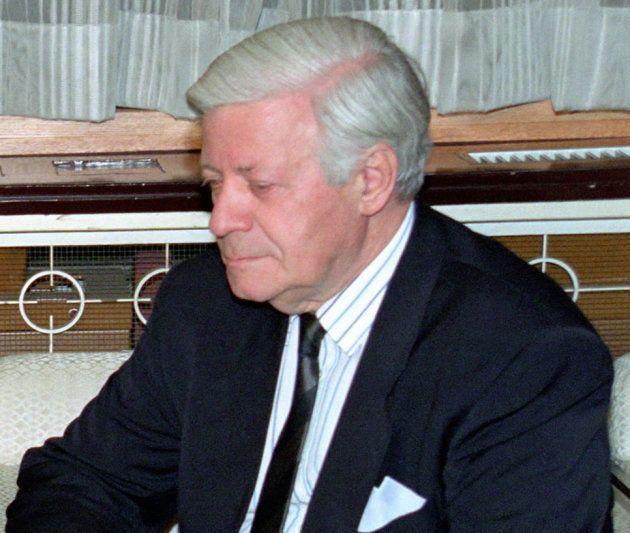 シュミット前西独首相(右)、キャラハン元英首相(左)と会談する宮沢喜一首相(東京・首相官邸) 撮影日:1992年03月11日