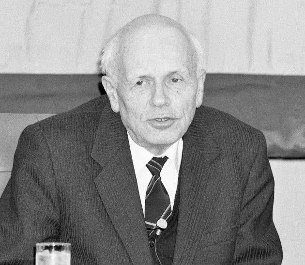 日本記者クラブで記者会見するソ連の物理学者アンドレイ・サハロフ博士(東京・千代田区の日本プレスセンター)