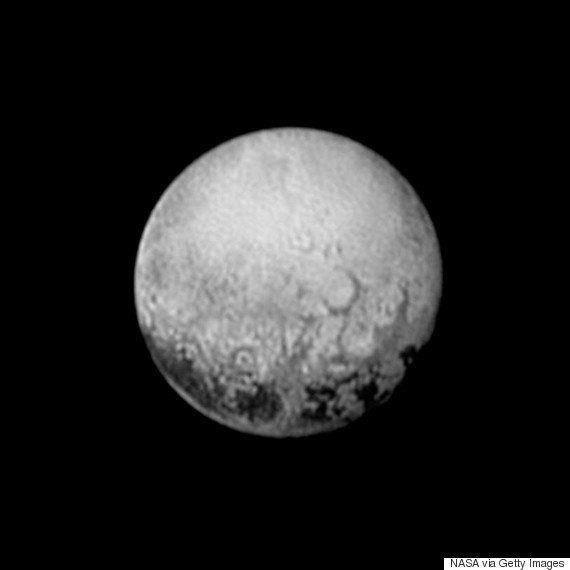 冥王星に人類史上初の最接近 NASAの「ニュー・ホライズンズ」
