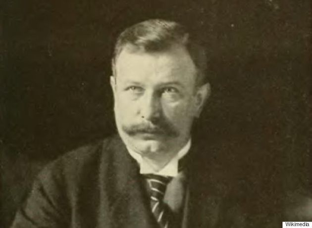マクロン氏が39歳でフランス史上最年少の大統領に。一方、イギリスの史上最年少首相は〇歳だった