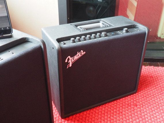 FenderがWi-Fi内蔵のギターアンプを発売 アプリを使ってレッチリなど人気バンドの音色も再現可能