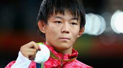 樋口黎が銀メダル、笑顔なく悔しさにじむ「東京では一番いい色を」【男子レスリング57キロ級】