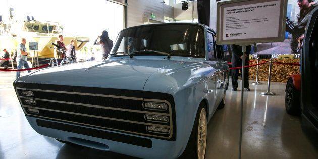 カラシニコフが発表した電気自動車「CV-1」