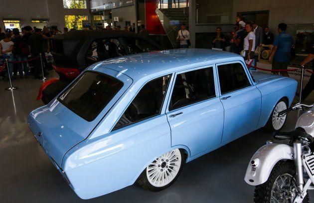 カラシニコフ社が電気自動車を発表。「革命的にエッジの効いたスーパーカー」