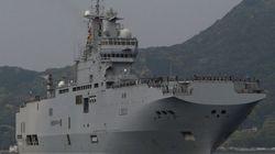 仏軍艦艇「ミストラル」が佐世保で一般公開 長崎の原爆を紹介する乗組員向け掲示も(画像集)