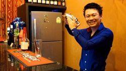 日本人のサラリーマンが新卒で入った会社を1年で辞めて、カンボジアでバーを始めた理由とは