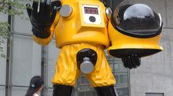 福島市、批判浴びた防護服姿の子ども像を撤去へ。作者コメント「対立避けたい」