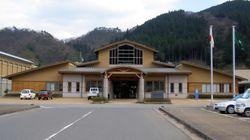 鳥取銀行の支店撤退に反発、日南町が定期預金5億6000万円を解約。町長の思いは?