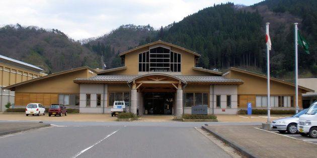 鳥取県日南町役場=2010年