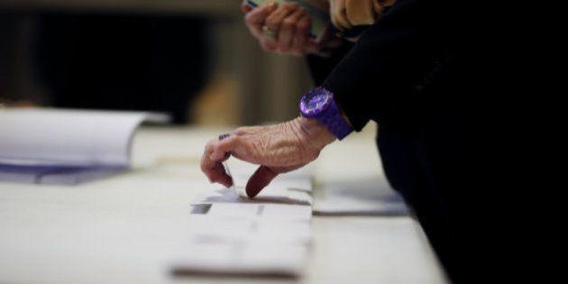 フランス大統領選、5600票が無効に 偽造された疑いのある投票用紙の混入も