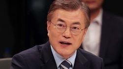 韓国大統領選、文在寅氏の「同性愛に反対」発言で波紋広がる
