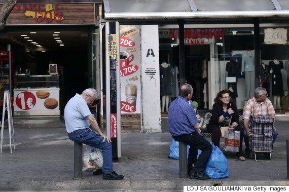 ギリシャの年金生活者は1万6000円で2週間生き延びている