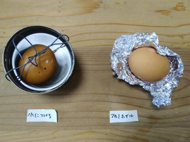 空き缶の水につけた卵(左)とアルミホイルに包んだ卵(右)