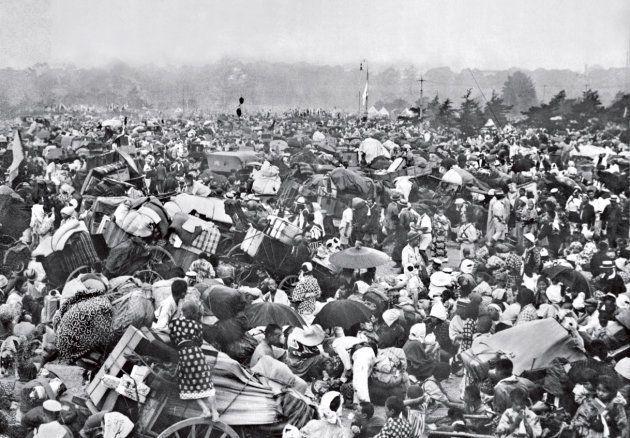報知新聞社が撮影した皇居前広場の避難群衆