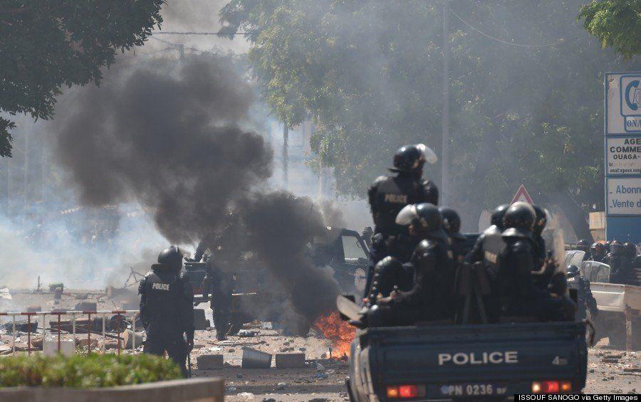【ブルキナファソ】軍事クーデターで大統領が辞任 何が起こったのかを示す12の写真