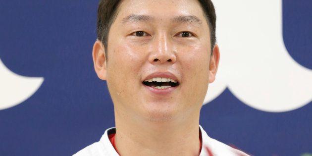記者会見で現役引退を表明した広島の新井貴浩内野手=9月5日、マツダスタジアム
