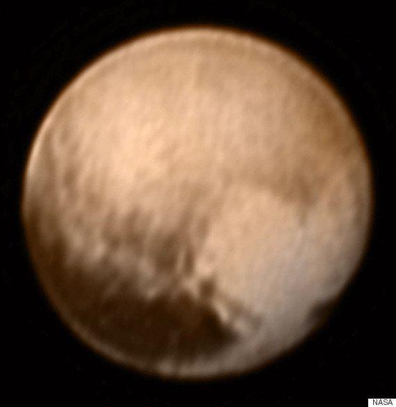 冥王星に巨大なハートマークを発見