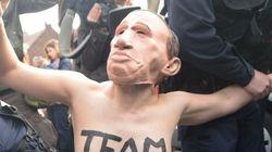 フランス大統領選 ルペン候補にトップレスで抗議。「フェミニストは偽装」とメンバーら
