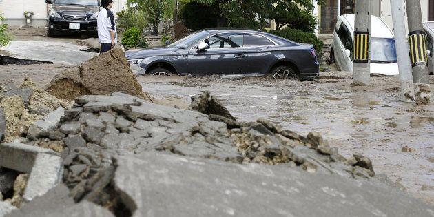 地震で隆起した道路=北海道札幌市、2018年9月6日
