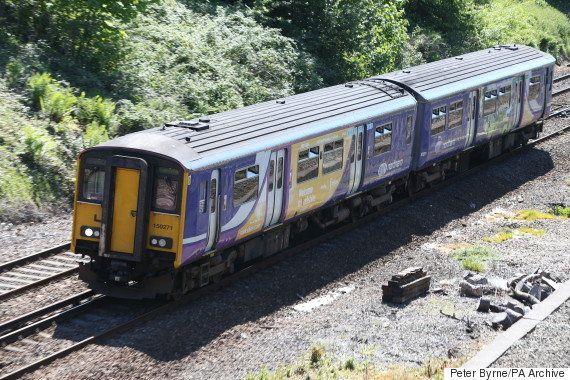 「女装した人が車内にいる」乗客からのクレームに鉄道会社がTwitterで名回答