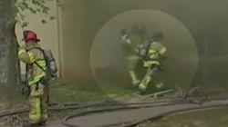 まさにヒーロー 消防士が燃え盛る建物の窓から落ちてきた赤ちゃんをキャッチ(動画)