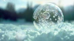 「空中で凍るシャボン玉」の美しさに目を奪われる(動画)