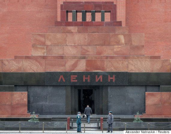 レーニン遺体、保存継続か埋葬か ロシアで議論二分