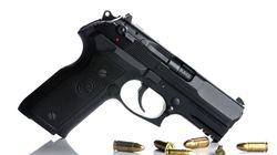 安倍晋三首相を警護中の警察官、実弾入りの拳銃を落とす。住民が拾って回収