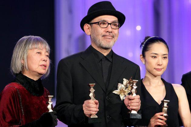 映画「悪人」で第34回日本アカデミー賞助演女優賞を受賞(左端)=2011年2月