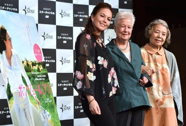 映画「ボンジュール、アン」主演のダイアン・レインさん、監督のエレノア・コッポラさんとともに=2017年