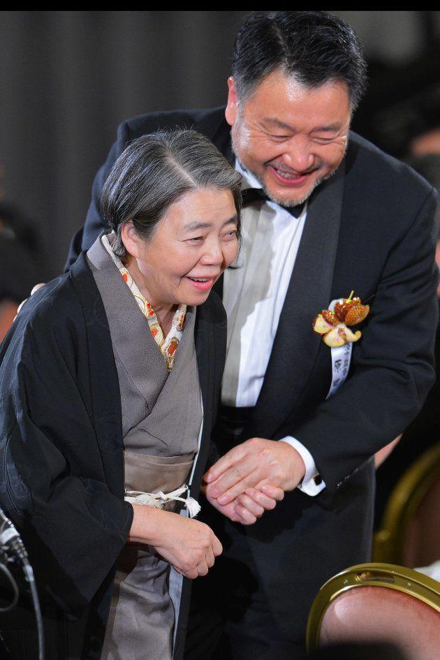 映画「わが母の記」で、第36回日本アカデミー賞主演女優賞を受賞=2013年3月