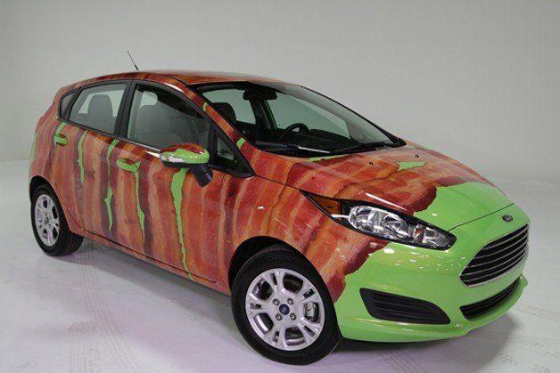 国際ベーコンの日に発表された「肉巻き仕様」の車