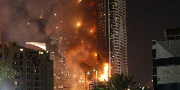 ドバイの63階高層ビルで火災 宿泊者「バルコニーに次々と火が落ちてきた」(画像・動画)