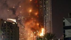 ドバイの63階高層ビルで火災 宿泊者「バルコニーに次々と火が落ちてきた」