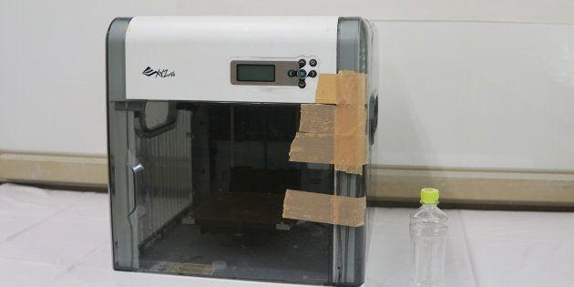 男子学生宅から押収された3Dプリンター。これで拳銃を試作したとみられている=9月7日、愛知県警名東署