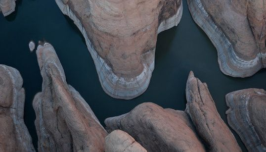 アメリカ西部を襲う干ばつ、干上がる湖の底(画像)