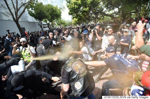 トランプ氏、納税申告書の開示を求めるデモに怒り