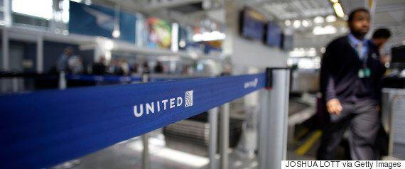 ユナイテッド航空、結婚式に向かうカップルを航空機から下ろす 両者の言い分に食い違い