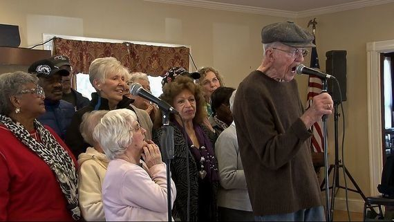 目を見張る人間力!平均年齢83歳、米国人気コーラスグループ「ヤング@ハート」の歌声が受刑者の心に響く理由とは?(動画あり)