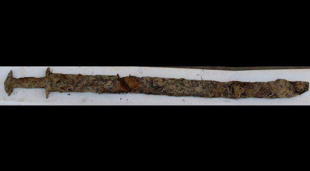 湖で発見された剣