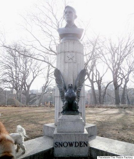 エドワード・スノーデン氏の胸像、NYに出現
