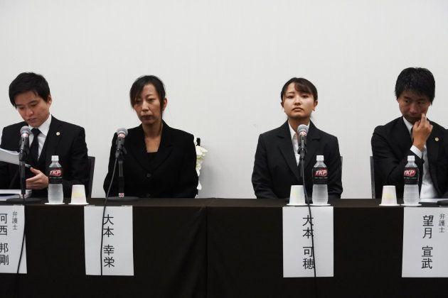 記者会見した遺族と代理人弁護士たち